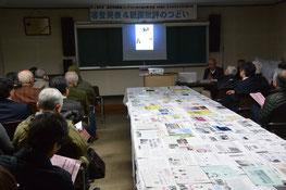 第43回機関紙コンテスト審査発表のつどい 作品をスライドに映し出しながら審査委員が講評