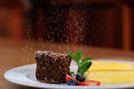 Warmes Mohntörtchen mit Honighalbgefrorenem Restaurant Turmwirt Gourmet Südtirol