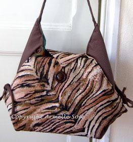 sac besace, fantaisie, sac à bandoulière, peinture, Armelle Soie, fabriqué en France, fait main, tissu épais, Bretagne, artisanat, artisanal, peau