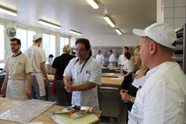 Bäckerei: franz. Lehrer Oliver Suc, Fr. Hund, Hr. Zinn