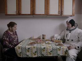 Dialogue drôle entre une mamie algérienne et un astronaute américain (©Paradis Films)
