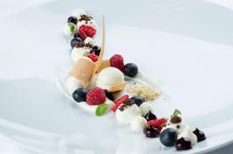 Allerlei vom Südtiroler Joghurt mit Waldfrüchten by Gottfried Messner Rezept Braunwirt Sarntal Gourmet Südtirol