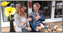 Die Weinstube vom Ahrweindepot in Ahrwiler bietet Ihnen auch kleine Speisen an.