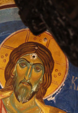 11. August 2015 - Jesus in einer orthodoxen Kirche. Zur Zeit des Kommunismus gezielt erschossen (Belgrade)