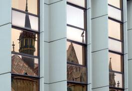 18. August 2015 - Gott und die Welt (Matthiaskirche in Budapest im Spiegel vom Hotel Hilton)