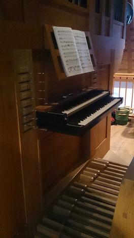 Der an historische Vorbilder angelehnte Spielschrank der Rodinger Orgel.