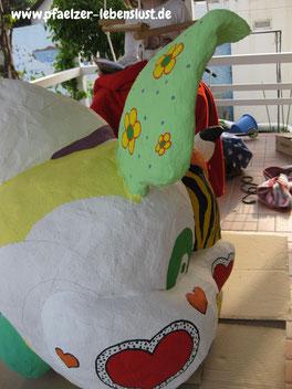 Niki de Saint Phalle Gartenfigur bemalt