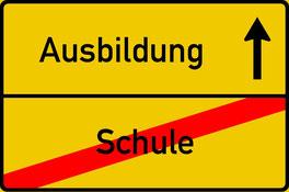 Titelbild der Kategorie Fit for Job Azubi Training, Ortsausgangschild Schule - Ausbildung