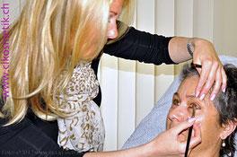 Filmkosmetik Studiokosmetik Microblading voluminöse Augenbrauen augefallene Augenbrauen Augenbrauen anpassen Augenbrauen Kosmentik Kosmetiksalon Fingernägel Schleifen Polieren bemalen Gelnägel Schminken Haut Pickel entfernen Peeling Rückenmassage Muskelm