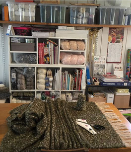 Atelier au tissage de flo montrant un ouvrage tissé