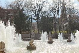 Sprudelnde Fontainen. Märchenbrunnen im Volkspark Friedrichshain. Foto: Helga Karl