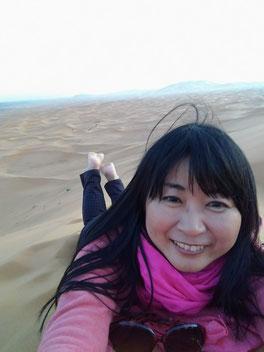 サハラ砂漠の上で、ゴロゴロ遊んじゃえ♡