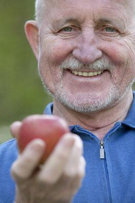 Mini-Implantate sind sofort belastbar, Zahnarztpraxis, Augsburg (© bilderstoeckchen - Fotolia.com)