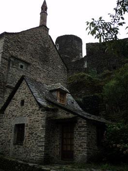 château près de Conques et du gîte Clos de Servoline