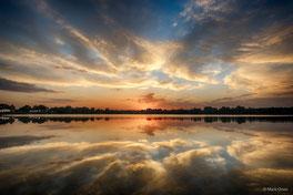 www.ronaldosephius.nl water ondergaande zon wolken wit regen spiegel Bewust Groeien vanuit Innerlijke Kracht!