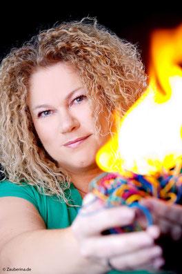 keine Angst: Im Kinderzauberworkshop wird KEIN Feuer entzündet ... höchstens in der Leidenschaft der Kinder ...!