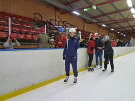 体育の授業でスケートリンクへ