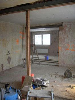 Blick Küche ins Wohnzimmer, neuer Durchbruch