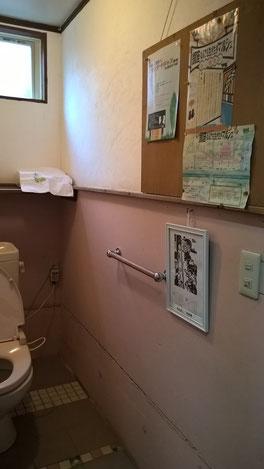 もしかして、、手摺りの横に壁にかかっているのは~?