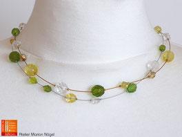 Halskette mit gelben und grünen Perlen