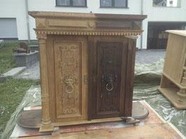 Antiquitäten Schrank