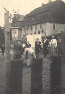 Bild: Teichler Wünschendorf Hofplatz 1952