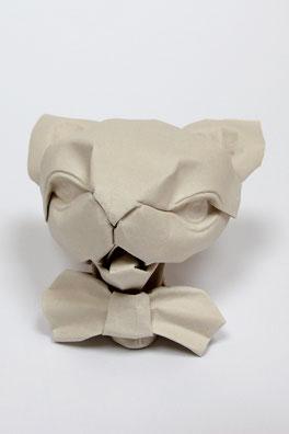Origamimodell von Daniel Chang, gefaltet von ihm selbst aus handgeschöpftem Papier