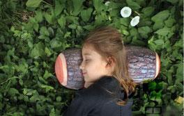 森の枕のおひるね枕は間伐材から生まれた枕、プレゼントやお祝いに役立ちます