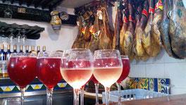 Soirée tapas/food tour à Triana, Séville. Jambons Ibérique, Tinto de verano, Vins andalous.