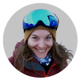 Ski- and snowboard instructor Mia
