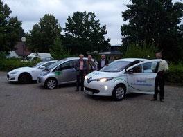 "vlnr: vorm Rathaus:  Tesla ""S"" - Mitsubishi ""EV"" - Renault ""Zoe"""