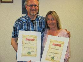 Verdiente Ehrenurkunde für 22 jährige Mitgliedschaft: Martin Wiedmann und Heike Haizmann