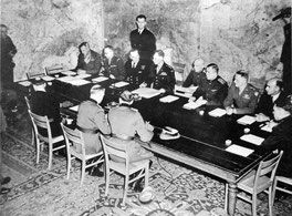 Signature à Reims, 7 mai 1945