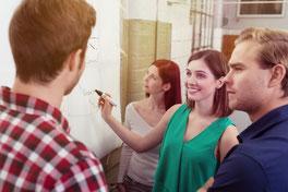 Un consultant management visuel accompagne vos équipes.