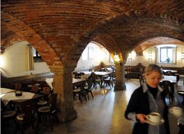 Eine Pracht: das unverputzte Ziegelgewölbe im großen Gastraum der Schiessl-Tafferne. Hier versorgte man früher die Pferde – Kemnath wurde ab 1. September 1615 Poststation zwischen Amberg und Rötz.