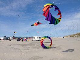 Buntes Schauspiel am Strand–das Wind Festival in Blokhus. Foto: VisitJammerbugten/PR