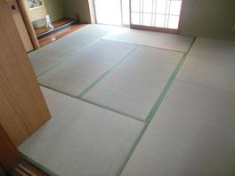 畳床(畳本体のボード状のもの)から新しくして当店の「上」の畳おもてを張って!