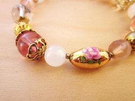 Romantisches Perlenarmband rosa-gold aus Glasperlen und Edelsteinperlen Individuelles Armband mit deiner persönlichen Botschaft aus Morsezeichen - mit Liebe handgemacht vom kleine Schmuck-Label Majuki.   Ein tolles persönliches Geschenk!