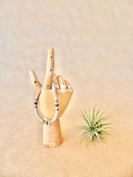 Schmuck für Kinder: Lässiges Surfer-Armband aus bunten Holzperlen und Kokosperlen. Ein tolles Geschenk für Jungen - mit Liebe handgemacht vom kleine Schmuck-Label Majuki.