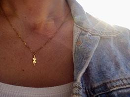 Vergoldete Kette mit Anhänger in Form eines Blitzes - mit Liebe handgemacht vom kleine Schmuck-Label Majuki.   Die Halskette eignet sich super als Geschenk.