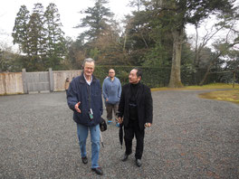松井さん(右)と友人のアランさん