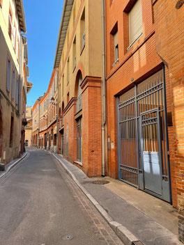 ꧁ Photo personnelle, la rue Mirepoix déserte, Toulouse ꧂