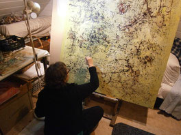 Bei der Arbeit an einem Ölbild im Atelier, aus dem Zyklus Organisch