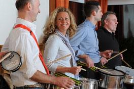 Samba Trommeln für bessere Mitarbeiterbindung