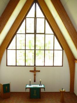 Kircheninneres nach Osten