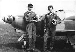 """Lt. A. Delacuvellerie und Adj. G. Goussens (v.l.), die Piloten der """"Swallows"""" (Foto: Belgische Luchtmacht))"""