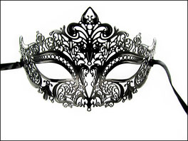 Tiefschwarze metallene venezianische Maske