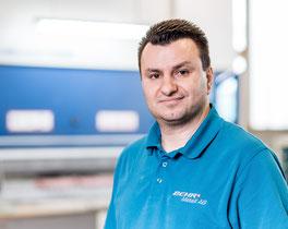 Fadil Fazliji, Geschäftsführer, Inox, Edelstahl Blechverarbeitung, Bediener Laserschneidmaschine