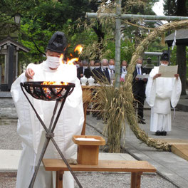 令和3年 十社大神の夏越の大祓 大祓詞を奏上しながら形代をお焚き上げ