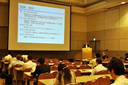 パシフィコ横浜で開催されたWTPのセッションで講演する大森代表理事